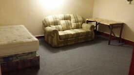 Large Room for rent in Edgbaston near Five Ways, cheap rent, cheap deposit