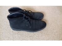 A pair of male Tod's ankle height shoes, black leather, size 9, in very good condition