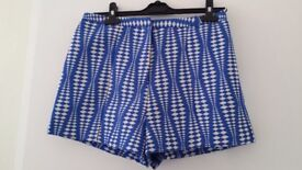 River Island - Blue shorts with geometric pattern, size 12