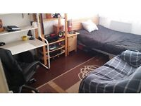 CANADA WATER/SURREY QUAYS/ZONE 2 - LARGE BRIGHT DOUBLE NON SMOKING ROOM IN GAY FRIENDLY FLAT SHARE