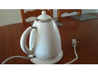 ELECTRIC WHITE KETTLE CLEAN AND WORKS WELL £10