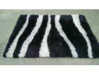 Vibe Zebra shaggy rug size 120cm x 170cm in used condition bought from Dunlem can deliver!