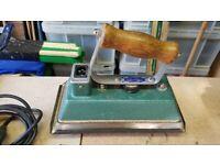 Dowsing 800 watt pool table iron