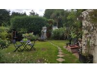 LARGE DOUBLE ROOM IN BEAUTIFUL HOUSE WITH LOVELY GARDEN TO SHARE