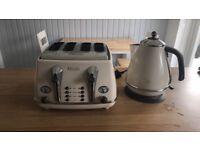 DeLonghi Kettle & Toaster Set
