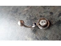 18ct White Gold belly Bar, Central 0.3ct Diamond with a small Sapphire at the top, Stunning piece!