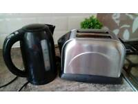 Black kettel and sliver toaster