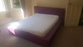 Double room for a working professional 3 min walk to the beach.TV,WiFi and all bills included.