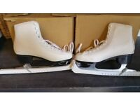 Decathlon skates in good used condition size 6 ALSO GOT HOCKEY SKATES uk.can deliver oe post!