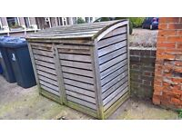 Wheelie bin store ealing- free to collector