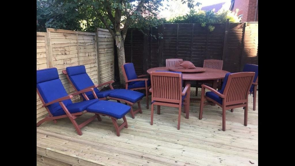 Large Solid Teak Wooden Round Table 6 chairs with thick blue cushions 2 matching recliners