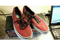 Bargain VANS size 6 trainers like new only worn a couple of times boxed