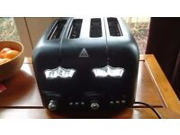 Black Delonghi 4 slice wide slot toaster