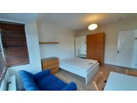 2/3 Bedroom flat 3 minutes walk away from tube and shops close to BX Shopping Centre