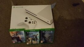 xbox 1 S 1TB 3 months old with 3 games