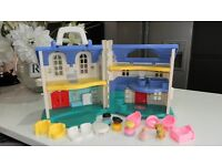 FISHER PRICE PLASTIC DOLLS HOUSE + FURNITURE & FAMILY RRP£30.00