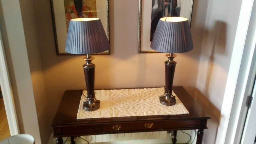 A Pair Of High Quality Table Lamps With Shade