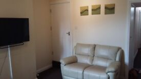 2 Double/ 1 Single rooms to rent - fully furnished inc TV