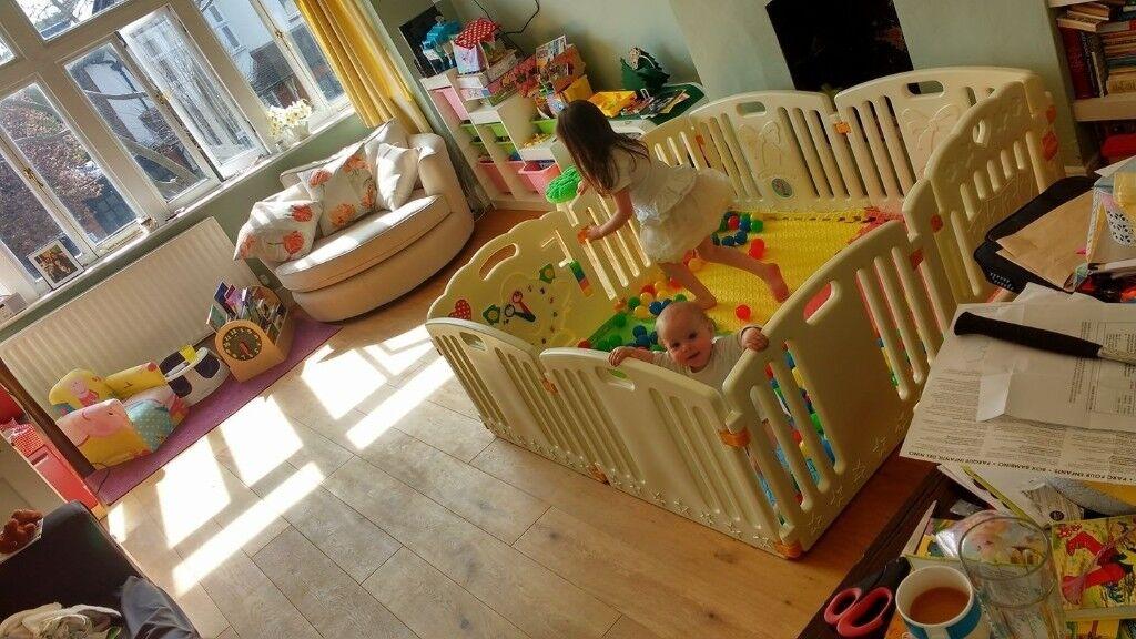 Venture All Stars Baby PLAYPLEN with foam floor mats and play balls
