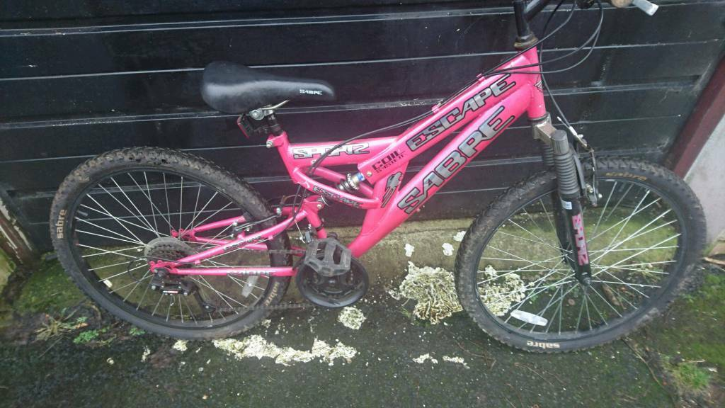 Sabre Girls Mountain Bike 15 Inch Frame 24 Inch Wheels 18 Gears
