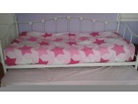 Flower day bed single turns into a double included with mattress
