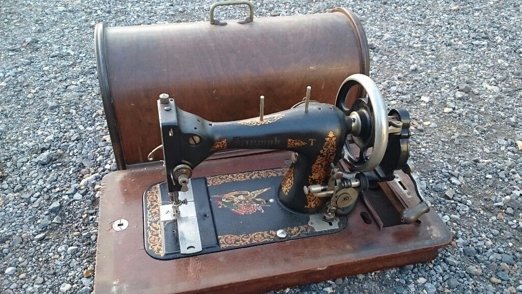 VINTAGE AMERICAN HAND SEWING MACHINE