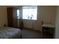 LARGE DOUBLE ROOM IN CLAPHAM SOUTH