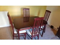 Extendable dining table and 6 chairs £85