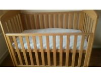 baby cot with matrress