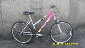 LADIES RALEIGHT 18sp FRONT SUSPENTION MOUNTAIN BIKE 17in FRAME EVERYTHING WORKING