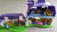 Little people house set