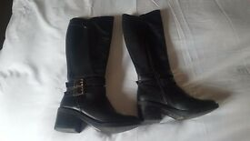 Ladies/girls boots size 4