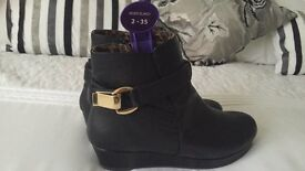 River Island girls Black leather ankle boots with wedge heel