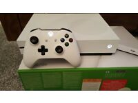 Xbox one s as new with 7 games and extra controller