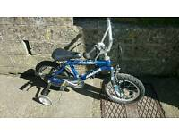 Magna Dirt Jumper Kids Bike with stabilizers