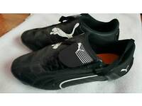 Kids boys football shoes size 6 whith metal studs puma