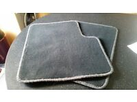 A pair of rear passenger mats for Peugeot 306 in grey .