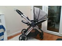 Eye-catching oyster 2 bundle (silver mist)! Including carrycot, car seat, isofix base and adaptors,