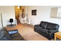 Large One Bedroom Apartment in Raynes Park - Close to Local Amenities and Raynes Park Station