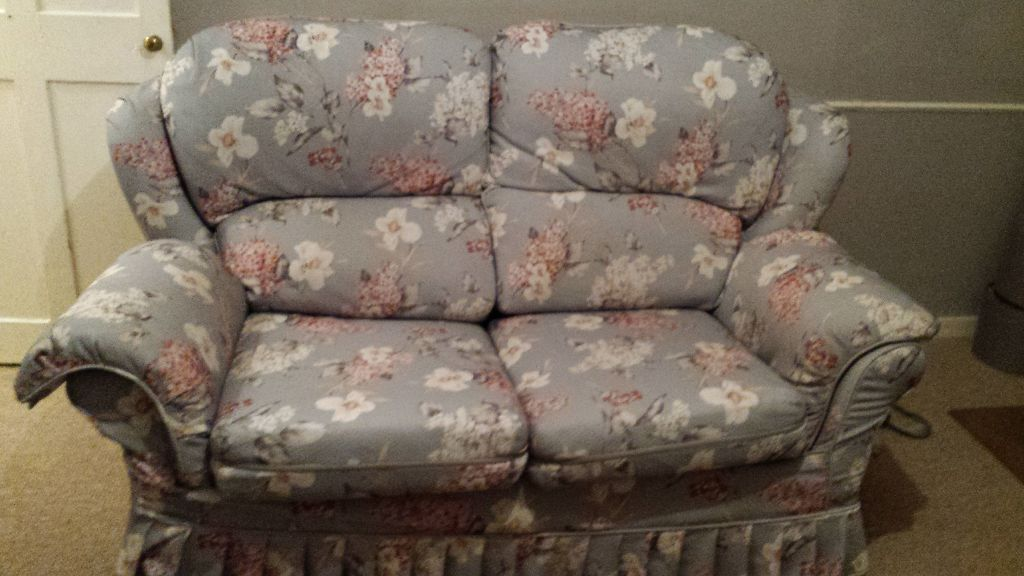 Sturdy 2 seater floral sofa bed for sale gbp100 in norwich for Floral sofa bed