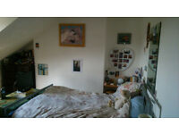 Double bedroom in large friendly house with garden