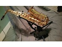 Beautiful alto saxophone. Instrument stand, cleaning kit and books included.