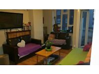 DOUBLE ROOM KING SIZE!! ZONE 1+2! with Living room! 700pm. Bills included!