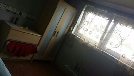Double room for rent in a 3 bed flat stenhouse drive