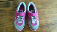 Girl's Nike Running Shoes Size 13 / Souliers de course