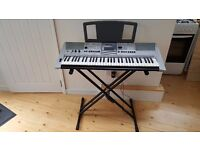 Yamaha PSR E413 + Stand + Cover and manual