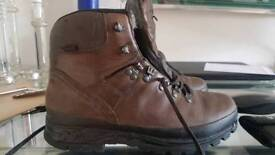 Meindl leather hiking boots (size9)