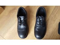 Men's Gripper Safety and Slip Resistant Shoes Size UK 11 Worn once