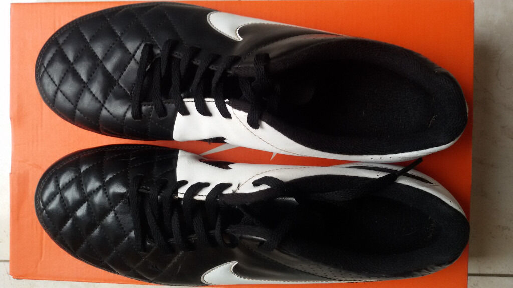 Football boots Nike size uk 8in Leicester, LeicestershireGumtree - Football boots Nike size uk 8. Very good condition with box. 2 studs missing. Phone calls only. No text massages please. Hidden id phone calls not accepted