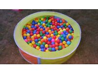 £30 BALL PIT & 1000 BALLS! Excellent fun -Safe play Colourful Ball pit fun!